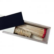 Holzschuber mit Streichhölzern